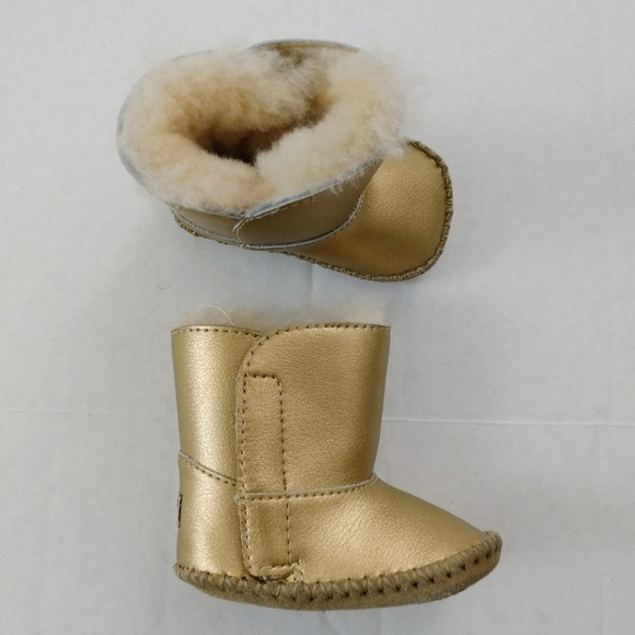 6367570c011 UGG Baby Gold Metallic Boots 😍 Size 0/1